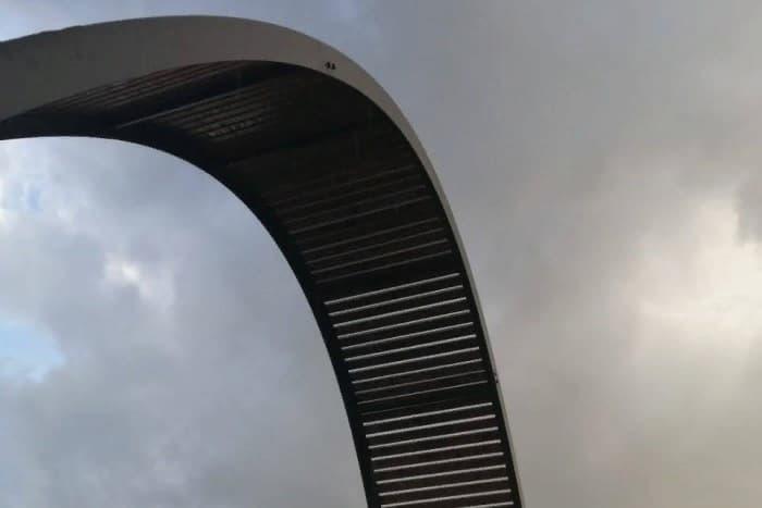 Начали монтаж арки