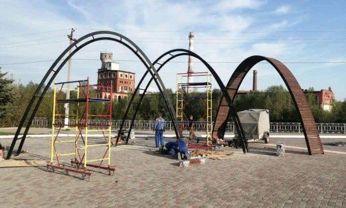 Изготовили и установили арку в Кондрово